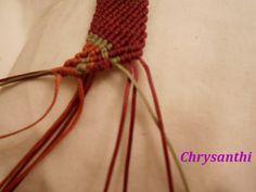 ΕΝΑ ΙΔΙΑΙΤΕΡΟ ΣΧΕΔΙΟ   kentise Macrame Art, Macrame Tutorial, Macrame Bracelets, Textiles, Handmade Bags, Crochet Necklace, Projects To Try, Beads, Pattern
