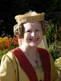 Crispinette for ramshorns worn with a gold Fillet (instead of headband). More important, or older ladies wore the fillet