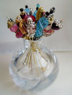 A cute way to store those hat pins and stick pins. Hair Jewelry, Beaded Jewelry, Hijab Pins, Stick Pins, Vintage Pins, Pin Cushions, Lapel Pins, Pin Collection, Making Ideas