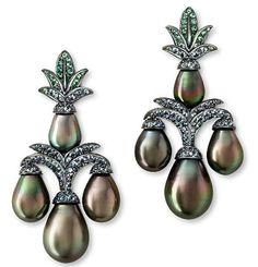 @espritjoaillerie. ✨Hemmerle Earrings✨Tahiti Pearls, Garnet ✨Fabulous History About Pearls Follow Esprit Joaillerie ✨ ✨Amazing Story About Cleopatra's Pearls✨ @hemmerle