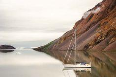 Southern Star au mouillage, voilier, navigation. Etah, nord du Groenland.