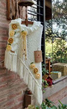 Poncho Knitting Patterns, Weaving Patterns, Knitting Designs, Hand Knitting, Crochet Jumper, Crochet Coat, Crochet Shawl, Knitted Poncho, Knitted Shawls