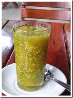 Lulo – The little orange (that's green) Colombian Drinks, Colombian Food, Colombian Recipes, Good Food, Yummy Food, Fun Food, Smoothies, Wine Drinks, Eating Well