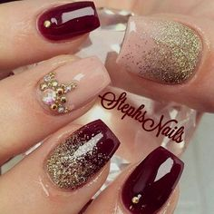 🍷 Have You Tried these 70+ Elegant Chic Classy Nails Art Loved By Both Saint & Sinner? Do you know Burgundy Colors represent Ambition,Wealth,Power & Fearless Love? #NotStayingBlueToday #BurgundyColors 💖 nail diys brown nails glitters nails at home nails pinterest nails nail quotes fack nails coffee nails black nail tumblr nails shilac nails ideas nails short nails silver shimmery nails quincenera nails gold nails nail colours trending nails Burgundy Nail Designs, Burgundy Nails, Burgundy Color, Red Nails With Gold, Dark Nails With Glitter, Dark Red Nails, Brown Nails, Nail Designs 2017, Cool Nail Designs