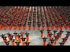 """1500 prisioneros de la cárcel """"Cebú en Filipinas"""" interpretan una coreografía de Thriller en homenaje a Michael Jackson."""