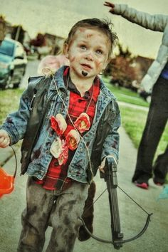 I just can't get over the kid Daryl Dixon costumes! I wish I had a little boy to dress up as Daryl! Halloween Crafts For Toddlers, Toddler Halloween, Halloween Jack, Halloween 2015, Holidays Halloween, Halloween Costumes For Kids, Zombie Costumes, Daryl Dixon, Little Boy Costumes