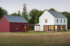 Prefab homes kits that sustainable and affordable. Find modern prefab / prefabricated modular homes plans / designs / ideas eco-friendly here. Style At Home, Building Design, Building A House, Prefab Buildings, Prefab Houses, Modern Small House Design, Modern Prefab Homes, Modern Farmhouse, Farmhouse Style