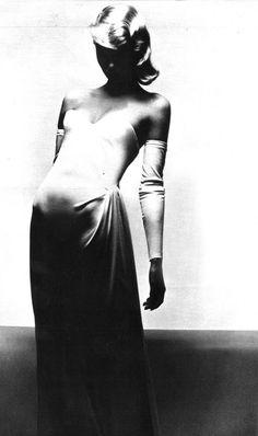 Photo by Guy Bourdin, 1972.