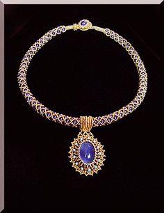 Seed Bead Jewelry Tutorials, Beaded Jewelry Designs, Jewelry Art, Seed Bead Necklace, Beaded Necklace, Handmade Necklaces, Handmade Jewelry, Diy Jewelry Inspiration, Bead Embroidery Jewelry