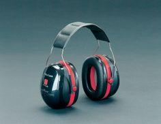 Kuulosuojain. Peltor Optime III on äärimmäisen meluisiin ympäristöihin tarkoitettu suojain, jonka tehokkuus perustuu kaksikuoriteknologiaan. Vaimentaa korkeat ja matalat taajuudet erittäin hyvin, mutta puhe ja äänimerkit kuuluvat esteettömästi. Paino 285 g. Vaimennus 32 db