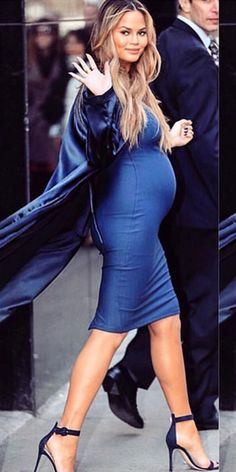 Chrissy Teigen Hits Out At Critics Of Her And John's Marriage Chrissy Teigen Style, Chrissy Teigen John Legend, Indian Maternity Wear, Maternity Fashion, Baby Bump Style, Mom Style, Estilo Baby Bump, Pregnancy Outfits, Stylish Pregnancy