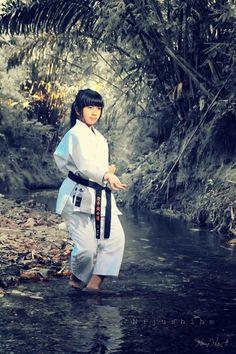 Way of karate kata Martial Arts Manga, Female Martial Artists, Martial Arts Women, Kyokushin Karate, Shotokan Karate, Samurai, Muay Thai, Karate Picture, Jiu Jitsu