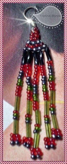 Aretes largos elaborados con canutillo y chaquira por Tupi'na Bijoux.