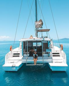 How to choose a Bareboat for an epic sailing holiday Catamaran Design, Sailing Catamaran, Sailing Trips, Yacht Boat, Sailing Boat, Sailing Style, Sailing Knots, Sailing Outfit, Ireland Vacation