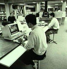 Er is door de jaren heen veel veranderd in de UT bibilotheek, boeken zijn digitaal en de meeste ruimtes zijn omgebouwd tot projectruimtes, maar het blijft de perfecte plek om te studeren! #ThrowbackThursday