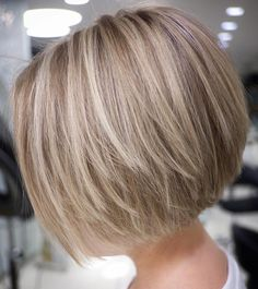 70 Cute and Easy-To-Style Short Layered Hairstyles Straight Textured Creamy Blonde Bob Bobs For Thin Hair, Short Hair With Layers, Short Hair Cuts, Short Bob Cuts, Short Bob Thin Hair, Bob Hair Cuts, Short Bob Styles, Straight Bob, Wavy Bobs