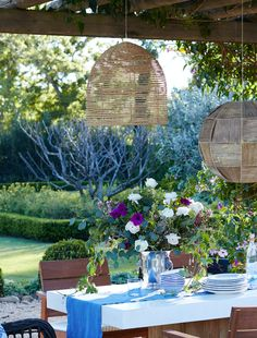 Love the mix of romantic and organic-inspired pieces in this outdoor garden party tablescape.