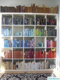 libri in ordine cromatico