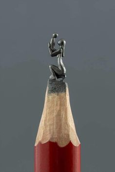 Pencil micro sculpture by Jasenko Đorđević. Me: There are lots of tiny sculptures carved from pencil leads, but I think I like this one the best! Sculpture Crayon, Art Sculpture, Miniature Photography, Cute Photography, Arte Digital Fantasy, Fantasy Art, Pencil Carving, Chalk Art, Mother And Child