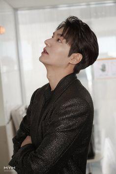 O yakıcı bakışlar. Boys Over Flowers, Asian Actors, Korean Actors, Lee Min Ho Wallpaper Iphone, Le Min Hoo, Lee Min Ho Dramas, Oppa Gangnam Style, Lee Min Ho Photos, Jackson Movie