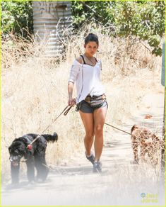 danielle campbell hike with her dogs 03