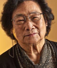 Tu Youyou (en chino: 屠呦呦, pinyin: Tú Yōuyōu; nacida en Ningbó, República de China el 30 de diciembre de 1930) es una científica, médico y química farmacéutica china, conocida por descubrir la artemisinina (también conocida como dihidroartemisinina), utilizada para tratar la malaria, con la cual salvó millones de vidas.