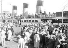 Hundreds of holiday makers prepare to board a Clyde Steamer during the Glasgow Fair Scottish Phrases, Isle Of Bute, Take The High Road, Seaside Resort, Glasgow Scotland, Black And White Pictures, Staycation, Day Trips, Dolores Park