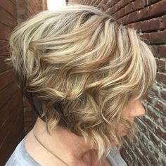Blonde+Wavy+Stacked+Bob+For+Older+Women