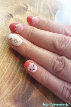 French white nail shank is red and snow.  Up feeling gorgeous French red to a gradient boundary line of lame.  Santa's little finger is cute.