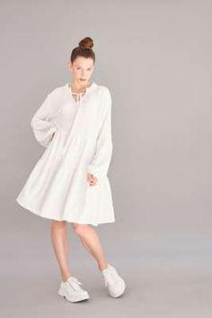 Damen Shirts, Kleider, Hosen und hochwertige Sweatshirtstyles in trendigen Schnitten - lässig, feminin mit dem Gewissen extra. Jetzt bei sego entdeck… Overall, Neue Trends, Outfit, Kimono, White Dress, Sweatshirt, Shirts, Dresses, Design