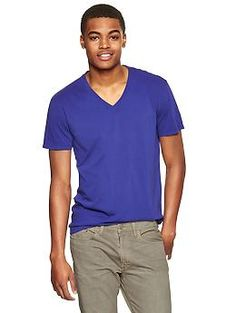 Essential V-neck t-shirt | Gap
