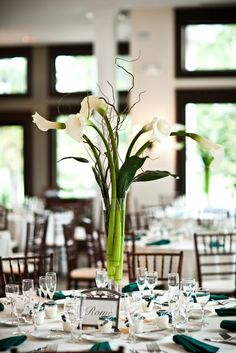 Callas, Aspidistra, Curly Willow.  Photo by Holly Chapple Flowers - http://thefullbouquetblog.com/ elegant calla centerpiece