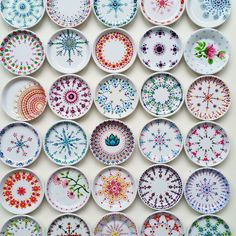 Timestamps DIY night light DIY colorful garland Cool epoxy resin projects Creative and easy crafts Plastic straw reusing ------. Pottery Painting Designs, Pottery Designs, Paint Designs, Dot Art Painting, Mandala Painting, Ceramic Painting, Crackpot Café, Fun Crafts, Arts And Crafts