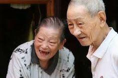 Lei que obriga a cremação de cadáveres, motivou o suicídio de 6 idosos na china. O país tem tradição milenar na construção de túmulos para s...