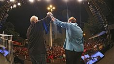 Pregopontocom Tudo: Pesquisas se aproximam da realidade com Dilma em primeiro lugar...  Política  Ao lado de Lula, Dilma começa a cristalizar sua vitória nestas eleições - DilmaRousseff no primeiro turno da disputa ao Planalto, com 38,1% das intenções de voto. A candidata do PSB/Rede Sustentabilidade, Marina Silva, registrou 33,5%. Em terceiro lugar, Aécio Neves, do PSDB, volta a declinar para 14,7%.