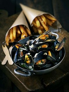 Moules Frites of Normandy! A visit to Normandy wouldn't be the same without some moules marinières, or moules frites. In the world famous mussels dish, the seafood is steamed in white wine and served with chips. Seafood Recipes, Cooking Recipes, Bistro Food, Pub Food, Gula, Food Presentation, Food For Thought, Food Styling, Food Photography Styling