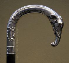 """Stilfulde stokke. Ordet """"Cane"""" opstod i det 16. århundrede. I første omgang - et tegn på forskel. I det 16. - 18. århundrede i de russiske Strelets tropper oberster og generaler afveg fra almindelige bueskytter skåret af tøj, våben, og havde også en stok, de bestilte deres egen regning, og vanter eller handsker med håndleddet. - Akimov"""