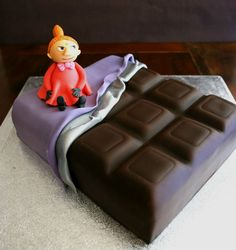 Chocolate bar cake with Pikku Myy from Painted By Cakes