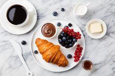 Круассаны на завтрак: три вкусные идеи