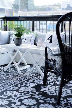 Small Apartment Balcony Ideas With Pictures zen garden ideas plastics medicine london balcon sur la mer watch online White Sofa Table, Outdoor Spaces, Outdoor Living, Terrasse Design, Terrace Decor, Vibeke Design, Patio Interior, Interior Design, Small Patio