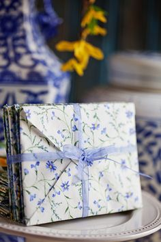 Simple technique to turn fabric into paper-like sheets to use to make handcrafted fabric envelopes. Fabric Envelope, Diy Envelope, Fabric Cards, Fabric Ribbon, Wrapping Paper Crafts, Gift Wrapping, Wrapping Ideas, Envelope Punch Board Projects, Cute Envelopes
