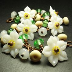 'Apple Blossom' Garland bracelet #lampworkbeads #lampworkjewellery #handmadejewelry #handmadejewellery #beadsbylaura #glassflowers #glassbeads #bracelet #floral