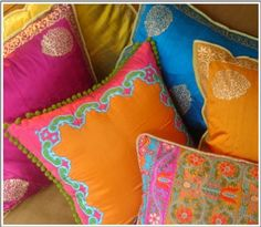 bollywood pillows/¸.•´¸.•*´¨) ¸.•*¨) (¸.•´ (¸.•` ¤ Be Beautiful/ Weddings Ideas for you Cuqui Soto