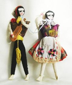 PORTUGAL - pair of hand made yarn dolls