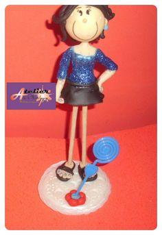 boneca em biscuit. Pode ser usada para topo de bolo ou lembrancinha.  . Preço unitário. R$ 18,75