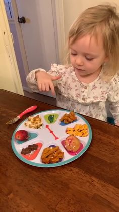 Toddler Meals, Kids Meals, Baby Meals, Infant Activities, Activities For Kids, Baby Life Hacks, Baby Dishes, Agatha, Baby Eating