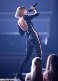 Taylor Swift is consoled by Selena Gomez after Grammys performance Taylor Swift Legs, Estilo Taylor Swift, Taylor Swift Album, Long Live Taylor Swift, Taylor Swift Style, Taylor Swift Pictures, Taylor Alison Swift, Black Catsuit, My American Girl