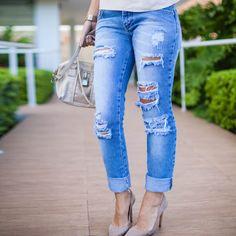 Inspiração de look com calça jeans destroyed skinny