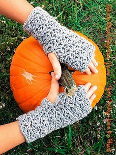 Autumn Break fingerless Gloves #crochetpattern by Yarn Medley's from the Heart