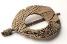 SOJOURN: Handmade Shawl Pin Scarf Brooch Knitwear por thatBluCat